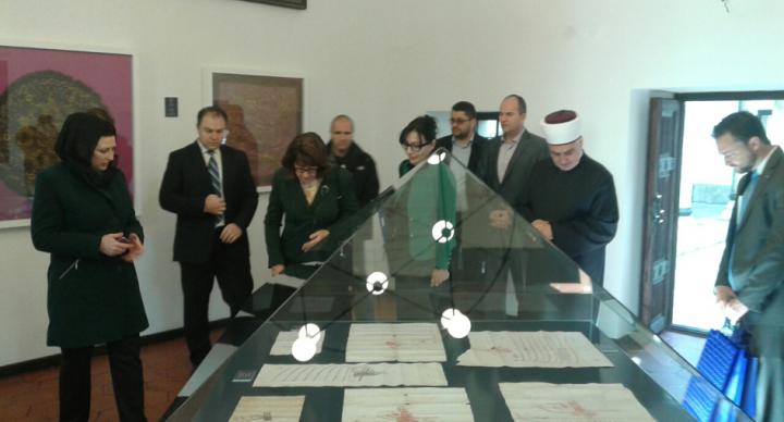 Ambasadorica Sjedinjenih Američkih Država u BiH Maureen Cormack  obišla Muzej Gazi Husrev-beg